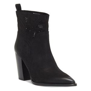 Vince Camuto Catheryna ankle boots perforated 6.5